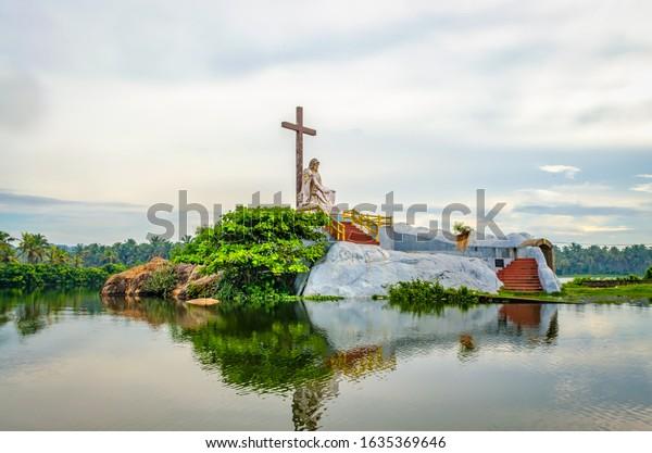 saint-mary-statue-island-poovar-600w-163
