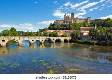 The Saint Nazaire Cathedral overlooking the River Ob at Beziers