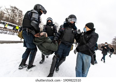 Saint Petersburg, Russia - 2021.01.31 - Rally for Alexei Navalny's suppression - the police harshly detains the protesters