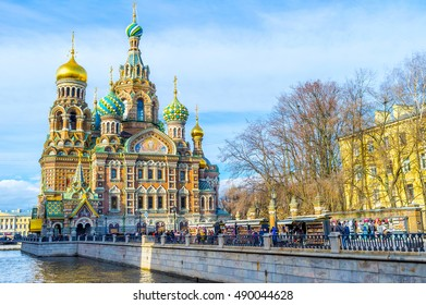 SAINT PETERSBURG, RUSSIA - APRIL 25, 2015: The crowded souvenir market on the Griboedov Canal embankment at the Church of the Savior on Spilled Blood, on April 25 in Saint Petersburg.