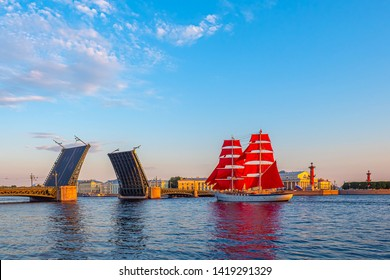 Saint Petersburg. Russia. Holiday Scarlet Sails. Sailboat on the Neva River. Divorced Palace Bridge. Sailboat with scarlet sails. Holiday graduate school. Bridges of St. Petersburg. White Nights