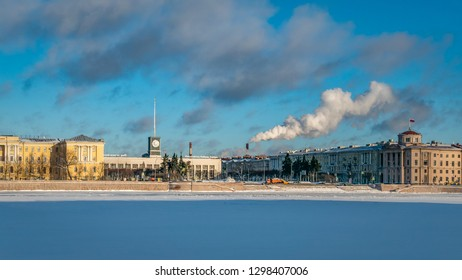 SAINT PETERSBURG, RUSSIA - JANUARY 13 , 2018 : Frozen in extreme cold Neva River,  Finlyandskiy Railway Station and the adjacent buildings in a daylight
