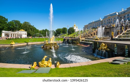 SAINT- PETERSBURG, RUSSIA - JULY 10, 2017: Grand Peterhof Palace and fountains of the Grand Cascade in Peterhof, Saint-Petersburg, Russia