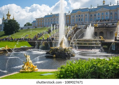SAINT- PETERSBURG, RUSSIA - JULY 11, 2016: Samson fountain of the Grand Cascade, Peterhof, Saint-Petersburg, Russia