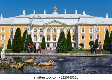 SAINT- PETERSBURG, RUSSIA - JULY 11, 2016: Grand Peterhof Palace and fountain in the upper garden of Peterhof, Saint-Petersburg, Russia