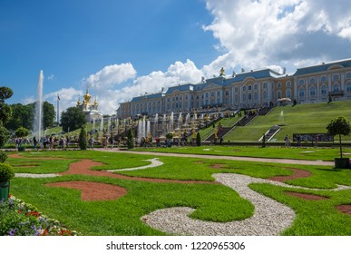 SAINT- PETERSBURG, RUSSIA - JULY 11, 2016: Grand Peterhof Palace and fountains of the Grand Cascade in Peterhof, Saint-Petersburg, Russia