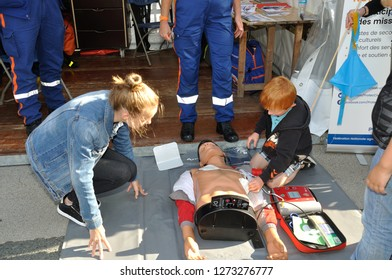 SAINT-BRIEUC, FRANCE -August 31 2018 : initiation to first aid