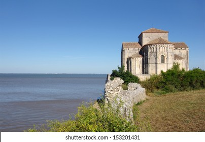 Sainte Radegonde church is located in the south west of France. it overlooks the Gironde estuary