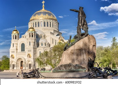SAINT-PETERSBURG, RUSSIA - MAY 25, 2016: Monument to Russian vice-admiral Stepan Makarov and the Naval cathedral of Saint Nicholas in Kronstadt, Russia