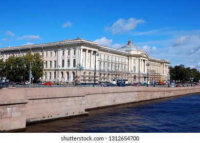 SAINT-PETERSBURG, RUSSIA -SEPT 4, 2012: View on Imperial Academy of Arts in Saint-Petersburg, Russia