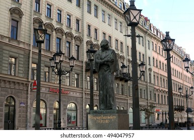 Saint-Petersburg, Russia - September 30, 2016: The monument to the great writer Gogol view from Nevsky Prospect in September 30, 2016 in Saint-Petersburg, Russia
