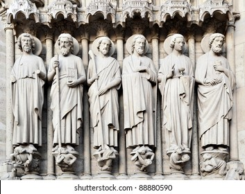 Saints on fasade of The Notre Dame de Paris