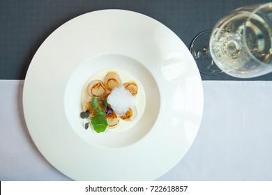 Sakhalin scallops with truffle sauce