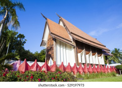 Sala Loi Temple located at Nakhon Ratchasima is an old temple at the Thao suranari, built after the battle an army of Chao ANU. In 2370