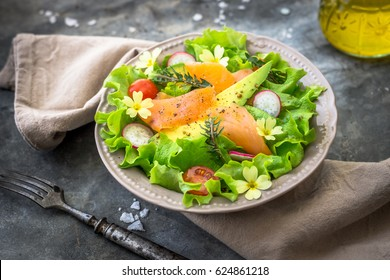 Salad with avocado and smoked salmon