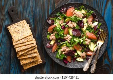 Salad with avocado tuna and grapefruit