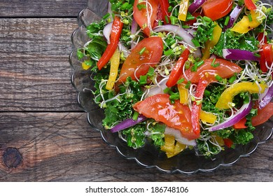 Salad with curly kale, paprika, tomato,broccoli sprouts and onions