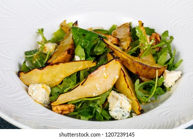 salad with gorgonzola cheese and pear