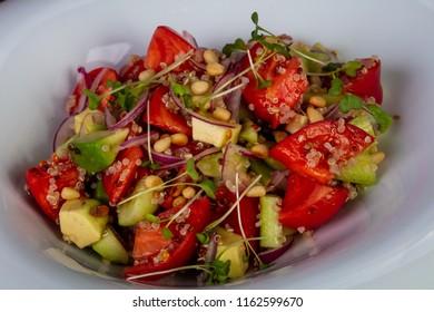Salad with Kinoa, avocado and vegetables