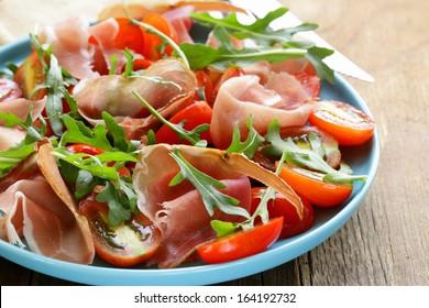 salad with parma ham (jamon), tomatoes and arugula