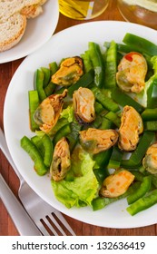 salad with pepper and mussels