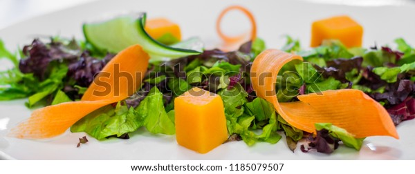 Salad preparation for a plated meal