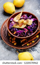 Salad of red cabbage with pear, raisins and cinnamon