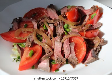 Salad with roast beef and tomatoes