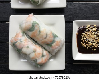 Salad Rolls with shrimp and hoisin sauce