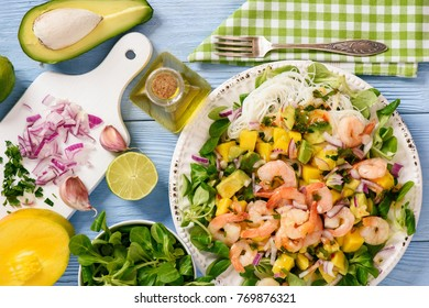Salad with shrimps, mango, avocado and rice noodles.