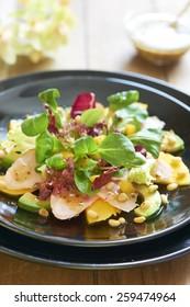Salad with smoked chicken, mango and avocado