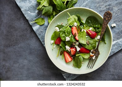 Salad with Spinach, strawberry, feta and pumpkin seeds