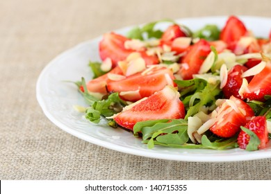 salad of strawberries, arugula and almonds