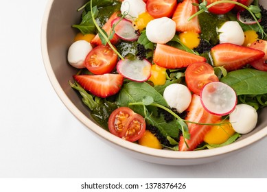 salad with strawberries and mozzarella