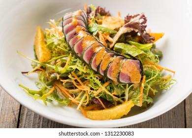 Salad with tuna and orange