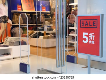 sale sign on cloth store,Chinese characters : discount