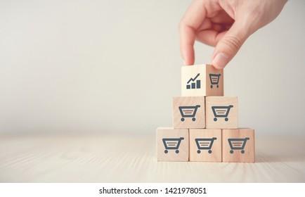 Umsatzsteigerung macht Geschäft wachsen, Flips Würfel mit Icon-Grafik und Einkaufswagen-Symbol.