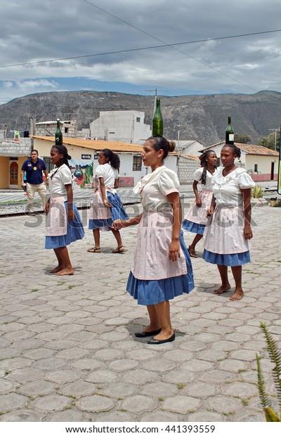 Salinas ecuador women