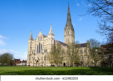 SALISBURY, WILTSHIRE/UK - MARCH 21 : Exterior View of Salisbury Cathedral in Salisbury Wiltshire on March 21, 2017. Unidentified people