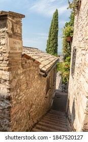 """""""Salita degli Orti"""", small characteristic street of the famous city of Assisi, in Umbria (Italy)"""