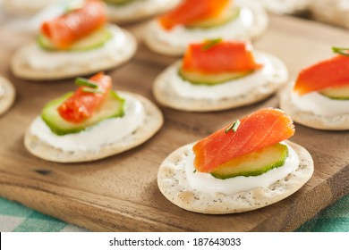 Salmon and Cracker Hor D'oeuvres with Chives and Sour Cream