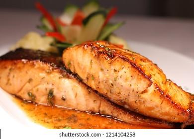 salmon fillet in honey sauce