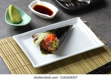 salmon ikura temaki japanese sushi