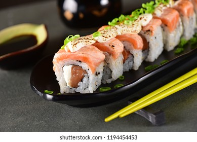 Salmon sushi roll aligned on plate