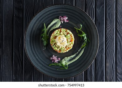 Salmon tartar with pickled ginger and avocado
