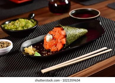 Salmon Temaki Sushi
