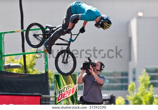 SALT LAKE CITY, UT - SEPTEMBER 19: Dave Mirra competes in the finals of the BMX park at the 2009 Dew Tour Toyota Challenge on September 19, 2009 held in Salt Lake City, Utah 2009.