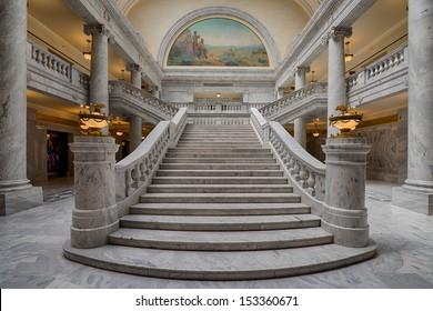 Superbe SALT LAKE CITY, UTAH   AUGUST 15: Grand Marble Staircase Leading To The  House
