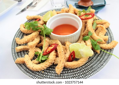 Salt and pepper Fried squid to add flavor to the sauce and decorate the dish to attract.