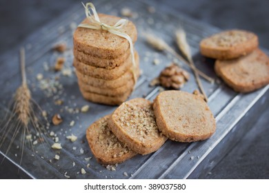 Salted walnuts crackers